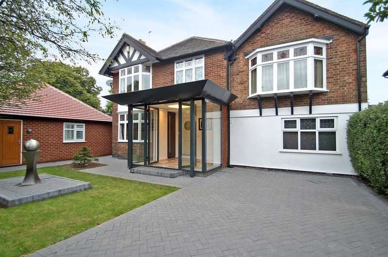 4 Bedrooms Detached House for sale in Thackerays Lane, Woodthorpe, Nottingham