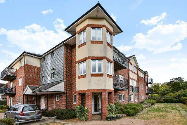 2 Bedrooms Flat for sale in Roman Place, Powney Road, Maidenhead, SL6