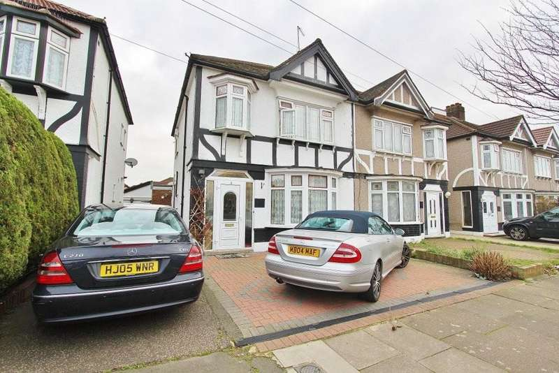 3 Bedrooms Semi Detached House for sale in Dellwood Gardens, Ilford
