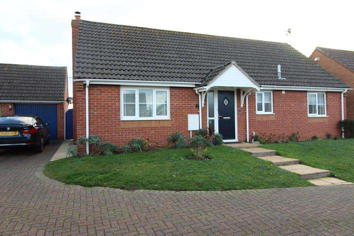 3 Bedrooms Detached Bungalow for sale in Seaview Gardens,, Brigtlingsea, Colchester CO7