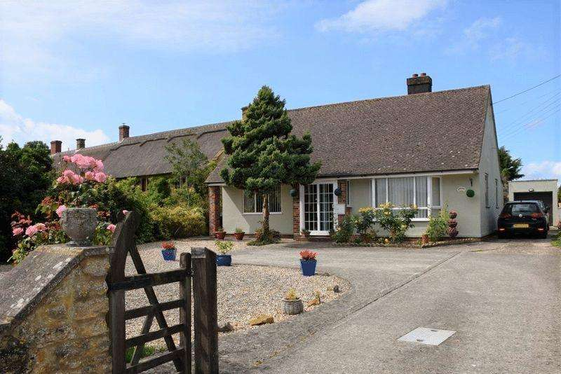 2 Bedrooms Detached Bungalow for sale in OPEN TO OFFERS|MOSTERTON, BEAMINSTER