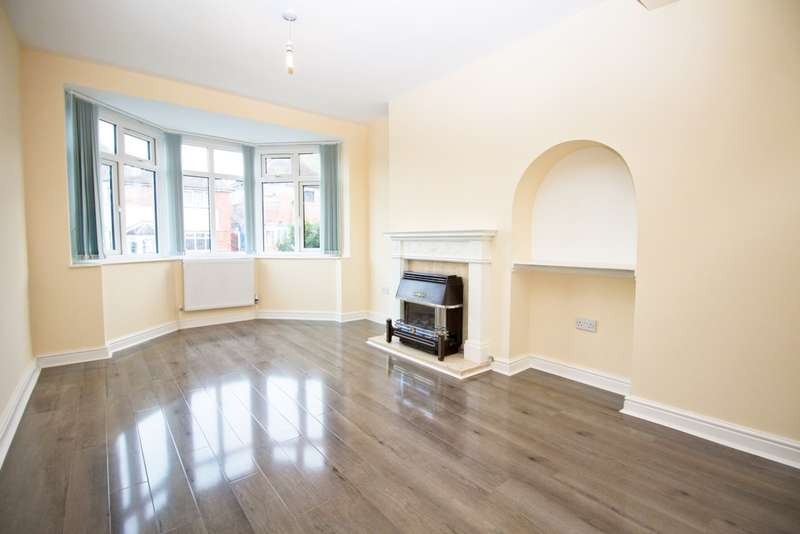 3 Bedrooms Detached House for sale in Averil Road, Leicester, LE5