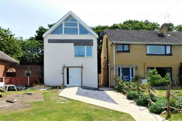 4 Bedrooms Detached House for sale in Moorside Road, Bournemouth, BH11