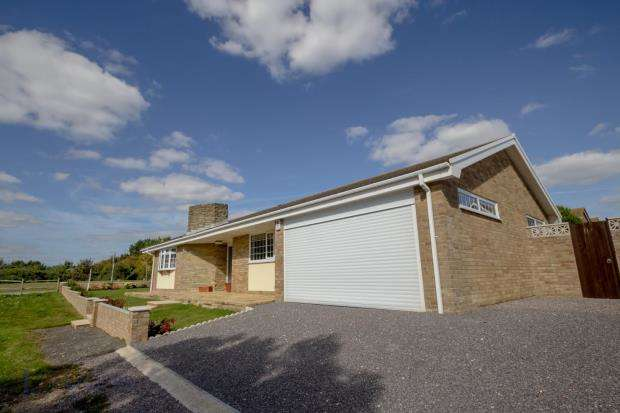 3 Bedrooms Detached Bungalow for sale in Ambleside Avenue, Telscombe Cliffs, Peacehaven