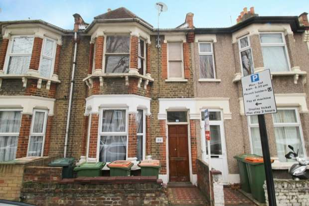 Apartment Flat for sale in Waghorn Road, Plaistow, Greater London, E13 9JG