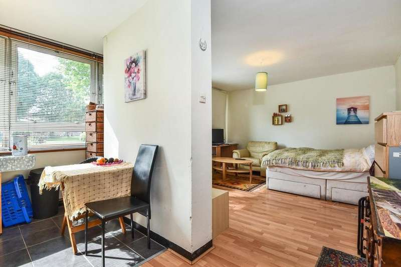 Studio Flat for sale in Avondale Square, Old Kent Road