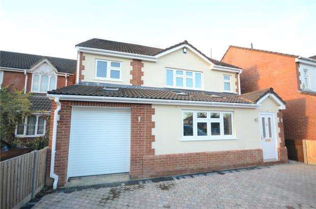 5 Bedrooms Detached House for sale in Park Walk, Purley on Thames, Reading
