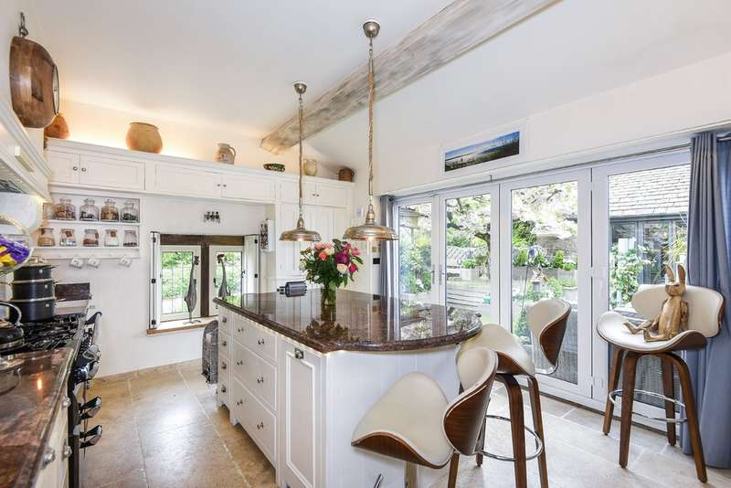 2 Bedrooms Detached House for sale in Bisley