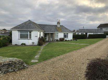 3 Bedrooms Bungalow for sale in Lusty Glaze, Newquay, Cornwall