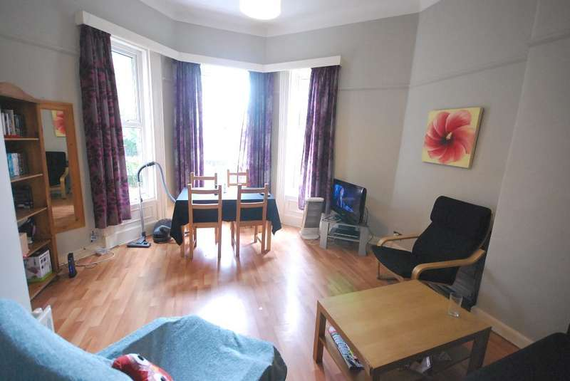 2 Bedrooms Flat for sale in Ladybarn Road, Fallowfield, Manchester, m14 6WN