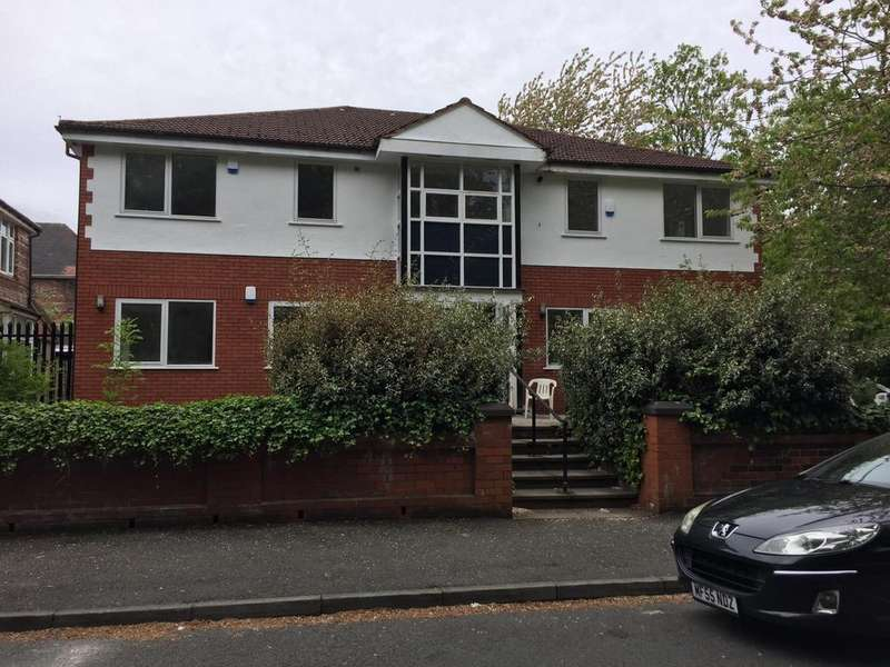 3 Bedrooms Apartment Flat for rent in Flat 3, 83 Russell Road, Manchester, M16