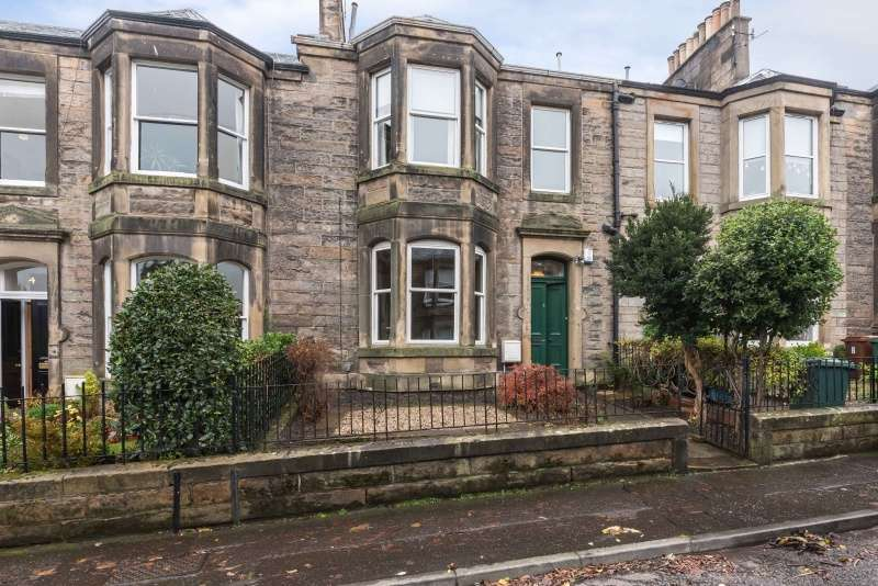 4 Bedrooms Terraced House