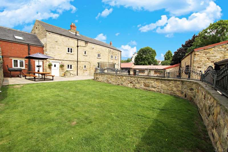 6 Bedrooms Farm House Character Property for sale in The Green, Doncaster, South Yorkshire, DN5