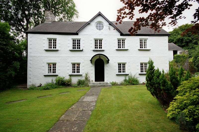 5 Bedrooms Property for sale in The Court House, High Street, Llantwit Major
