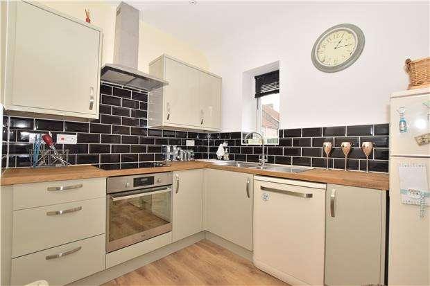 2 Bedrooms Flat for sale in Soundwell Road, BRISTOL BS16 4RB