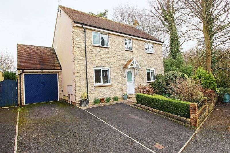 3 Bedrooms Property for sale in Howard Close, Bridport