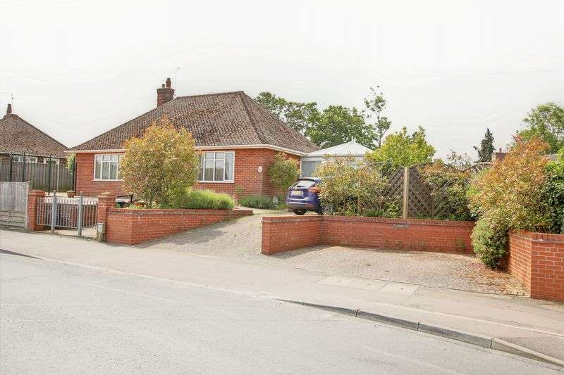 3 Bedrooms Property for sale in Ellough Road, Beccles