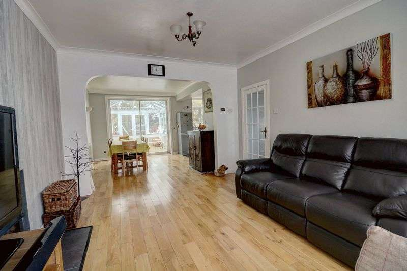 3 Bedrooms Property for sale in Wroxham Road, Poole