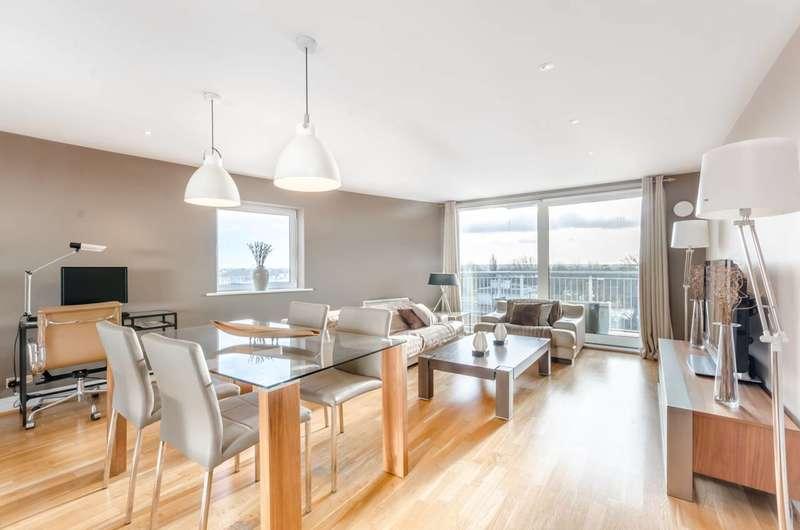 2 Bedrooms Flat for sale in Holland Gardens, Brentford, TW8