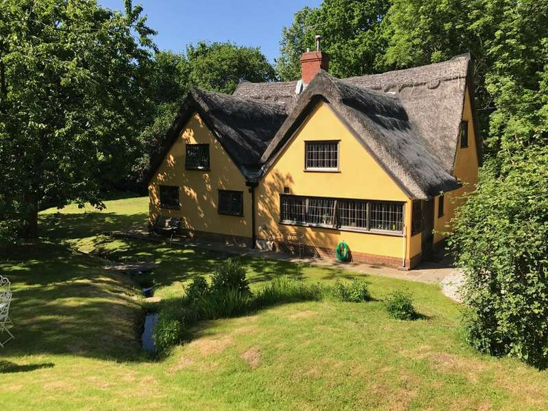 3 Bedrooms Cottage House for sale in Mill Hill, Lawford CO11