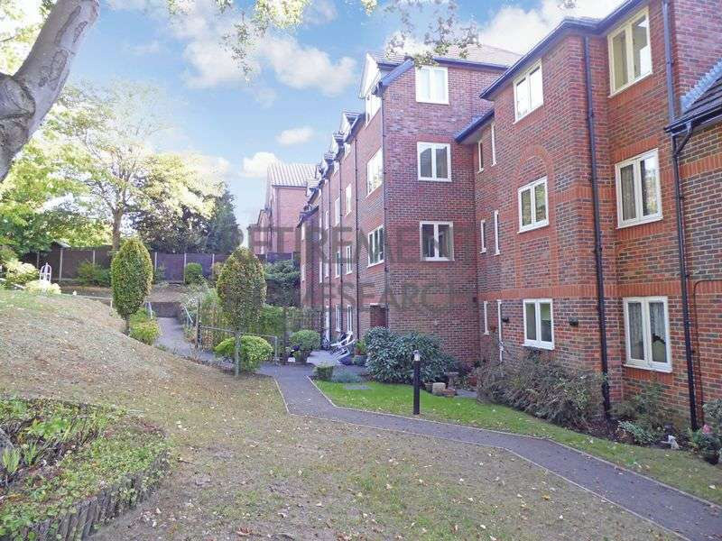 1 Bedroom Property for sale in Meadsview Court, Farnborough, GU14 7NW