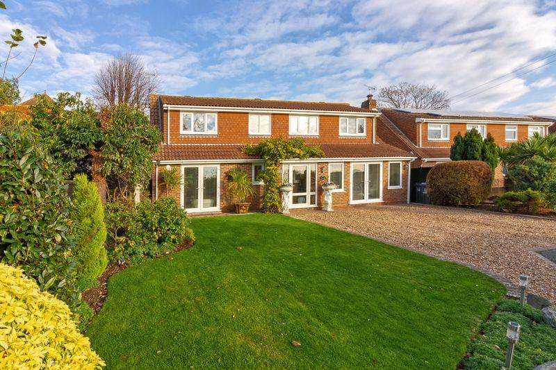 4 Bedrooms Detached House for sale in Durrington Hill, Worthing