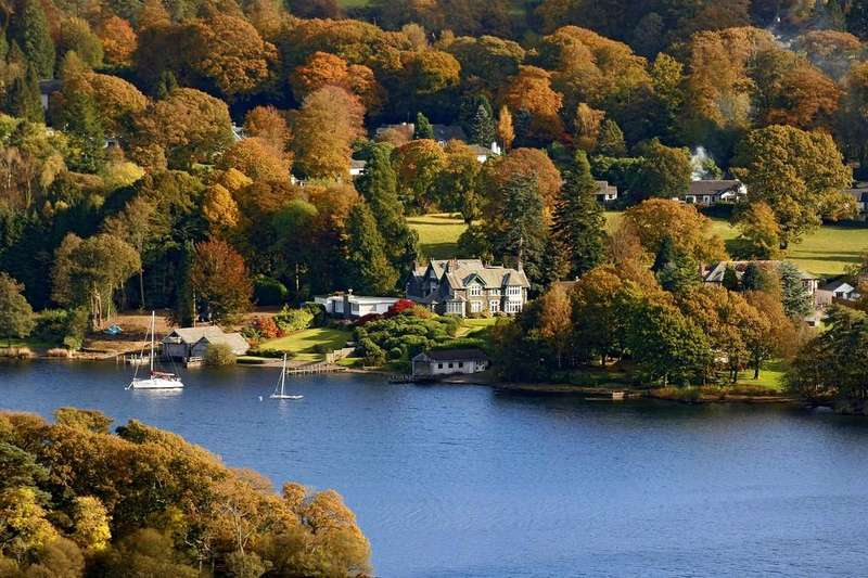 4 Bedrooms Maisonette Flat for sale in Waters Edge, Cannon Close, Bowness on Windermere, LA23 3LZ