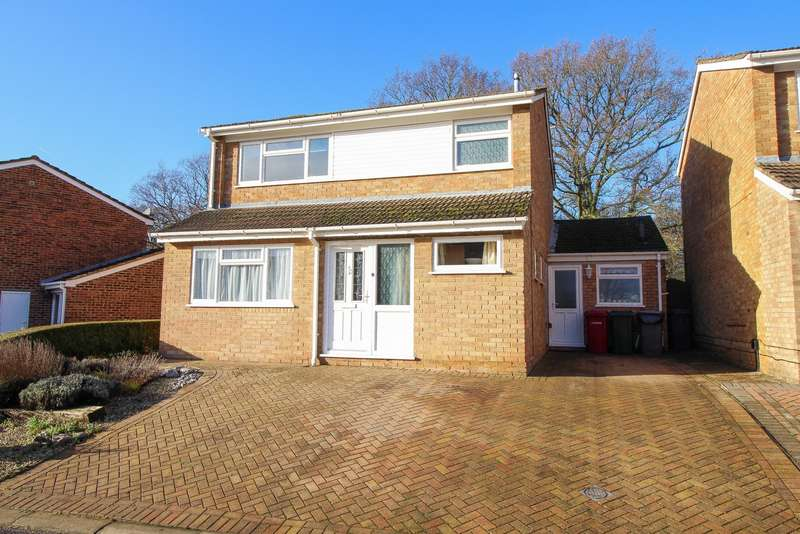 3 Bedrooms Detached House for sale in Queensway, Caversham, Reading, RG4