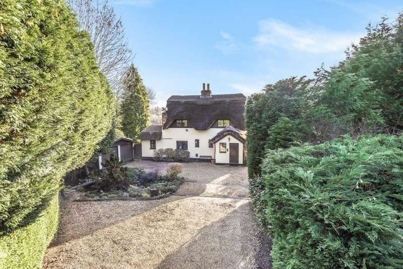 3 Bedrooms Detached House for sale in Norton Road, Riseley, RG7