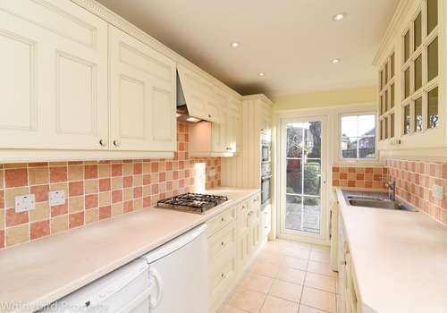 3 Bedrooms Semi Detached House for rent in Rosebank Close, Cookham, Berkshire, SL6 9JY