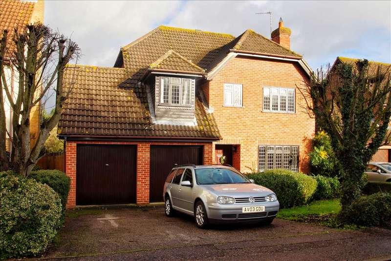 4 Bedrooms Detached House for sale in Goldcrest Close, Longridge Park, Colchester