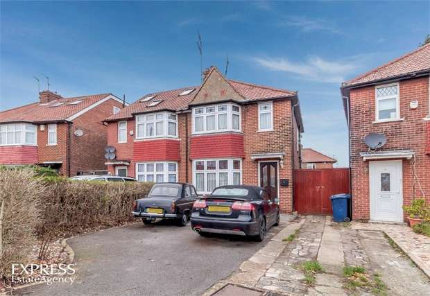 3 Bedrooms Semi Detached House for sale in Cleveland Gardens, London