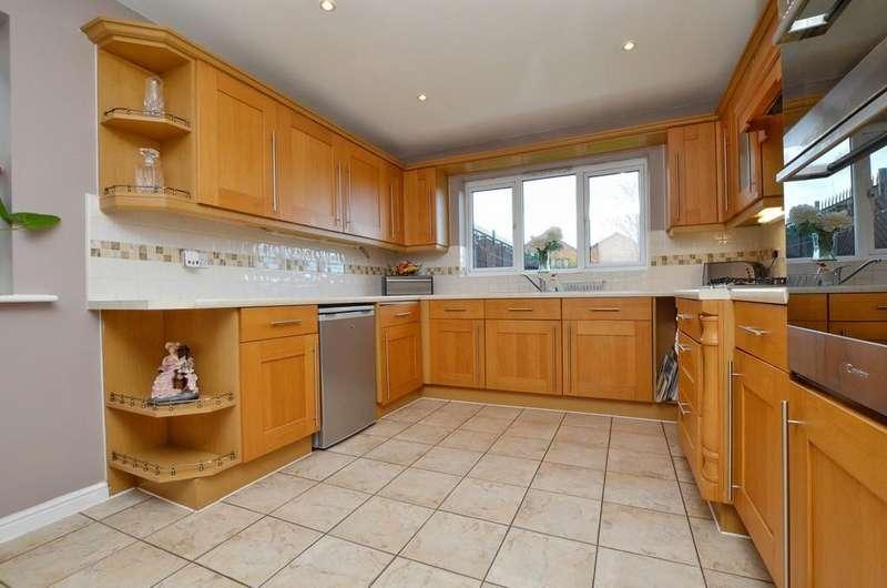 4 Bedrooms Detached House for sale in Kirkland Gardens, Monk Bretton