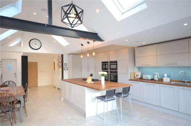 2 Bedrooms Semi Detached House for sale in Windsor Road, Maidenhead, Berkshire