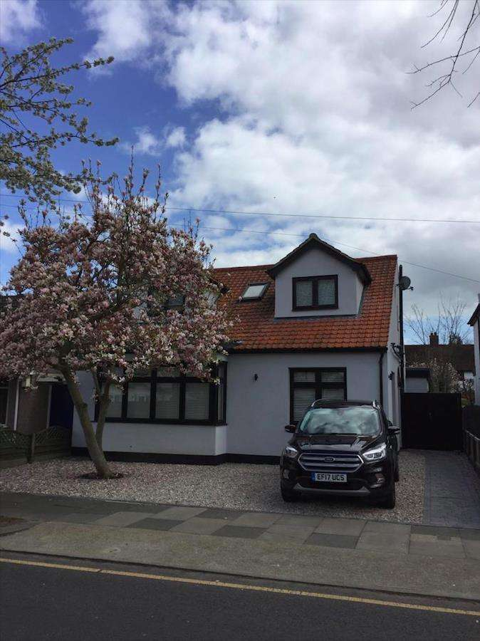 4 Bedrooms Detached House for sale in Darlinghurst Grove, Leigh-On-Sea