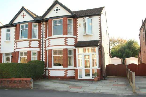 3 Bedrooms Semi Detached House for sale in Gladstone Road, Altrincham