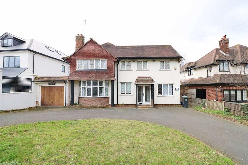 4 Bedrooms Detached House for sale in New Forest Lane, Chigwell, IG7