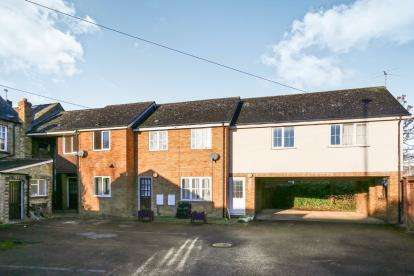 2 Bedrooms Terraced House for sale in Sandpiper Court, High Street, Sandy, Bedfordshire