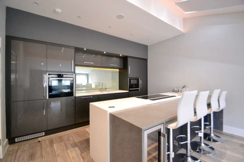 2 Bedrooms Apartment Flat for rent in 6a St. Anns Square, Manchester, M2
