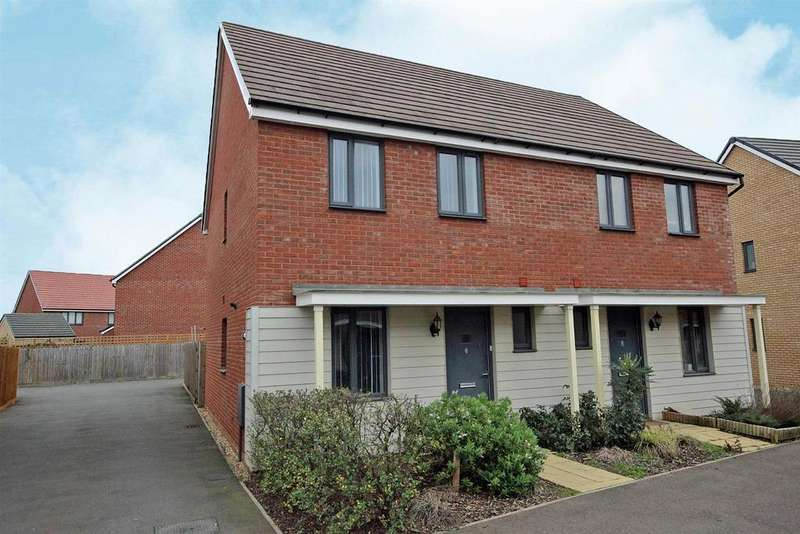 3 Bedrooms Semi Detached House for sale in Moore Close, Wootton