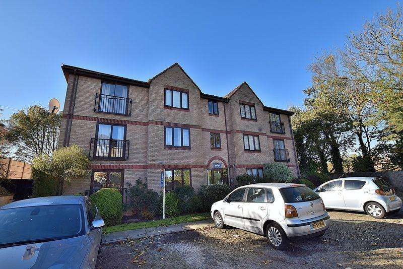 2 Bedrooms Flat for sale in 963 YEARS remaining on the lease!