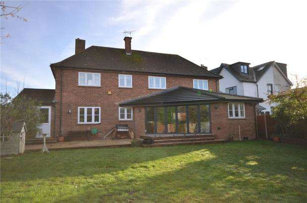 4 Bedrooms Detached House for sale in Kings Road, Crowthorne, Berkshire