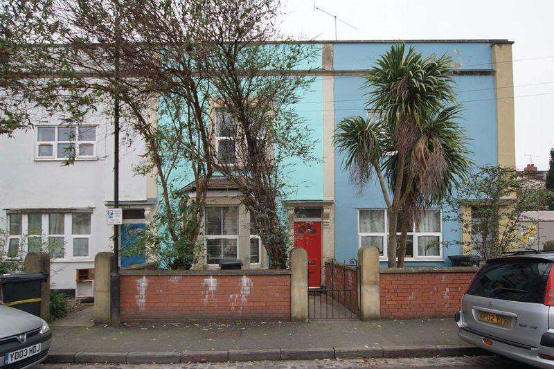 2 Bedrooms Terraced House for sale in Franklyn Street, Bristol, BS2 9LD