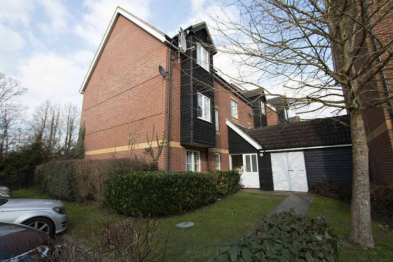 2 Bedrooms Apartment Flat for sale in Gould Close, Newbury, Berkshire, RG14 5QN