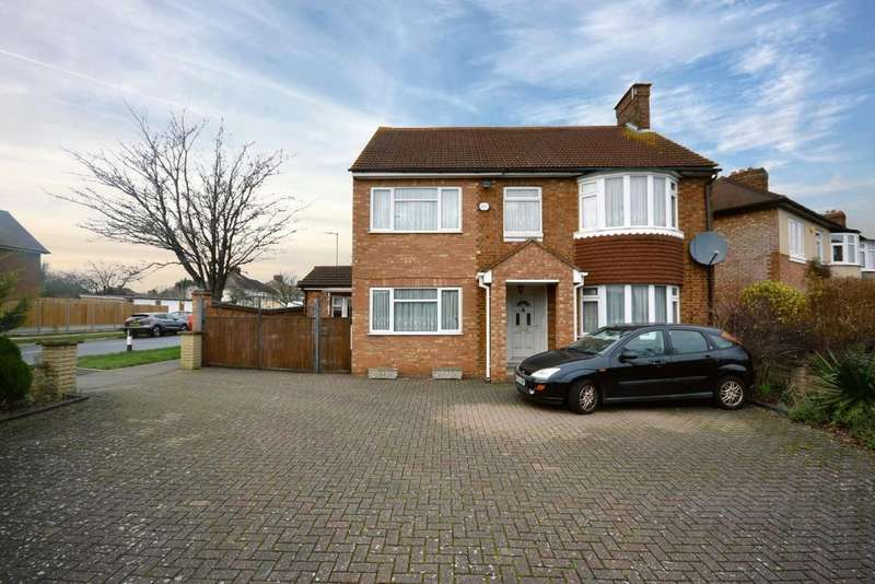 5 Bedrooms Detached House for sale in Periwinkle Lane, Hitchin
