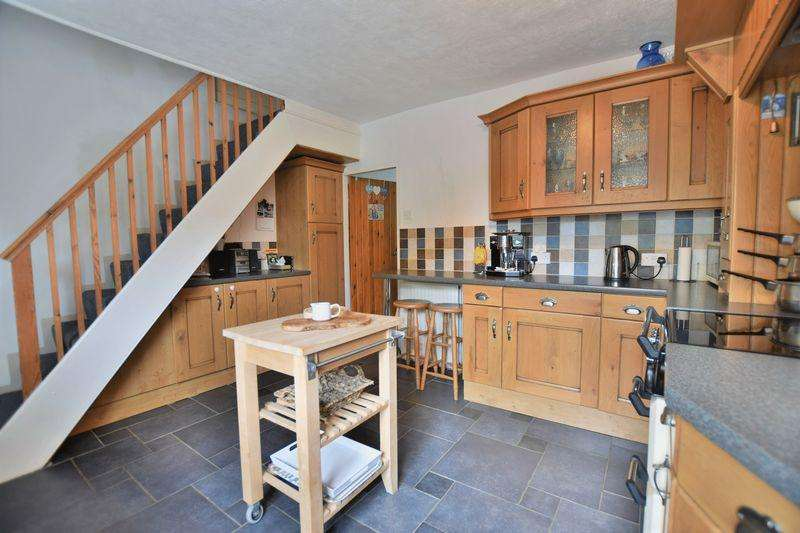 4 Bedrooms Detached House for sale in High Street, Upton