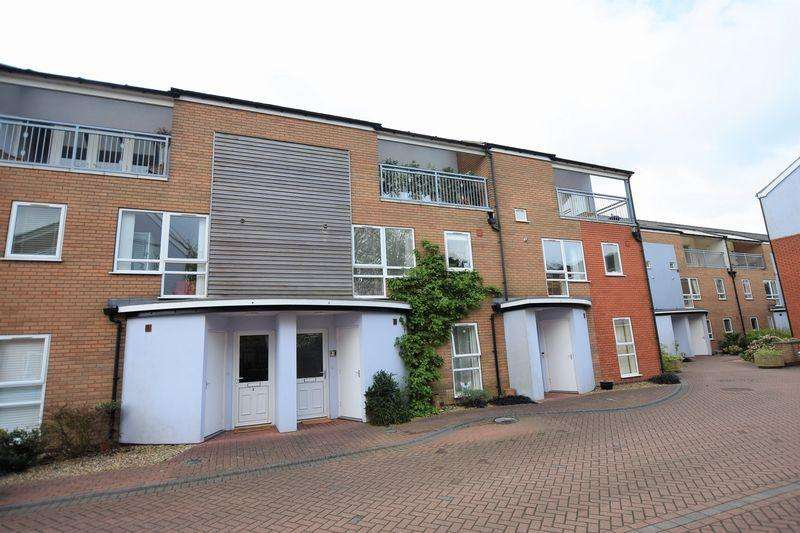 3 Bedrooms Town House for sale in Burton Mews, Clarence Street, Lincoln