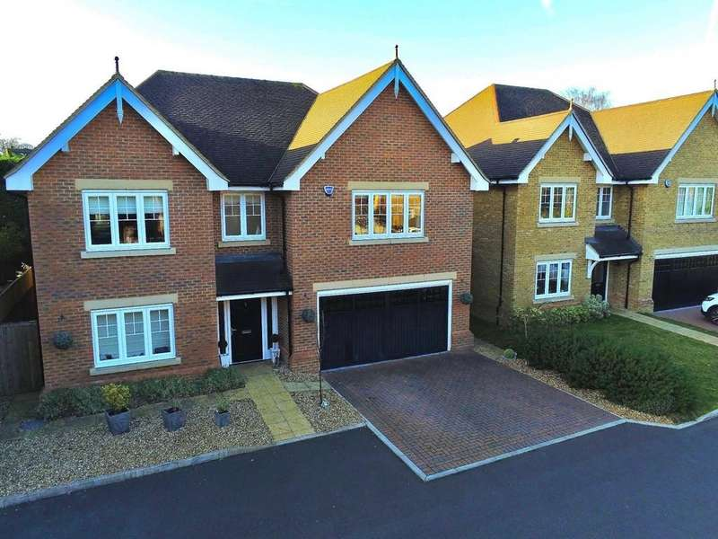 5 Bedrooms Detached House for sale in Marstan Place, Camberley