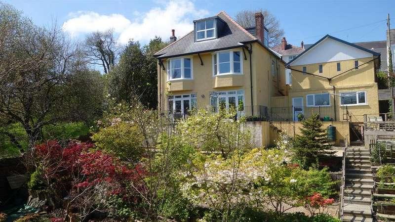 4 Bedrooms Detached House for sale in Stepney Road, Llandeilo