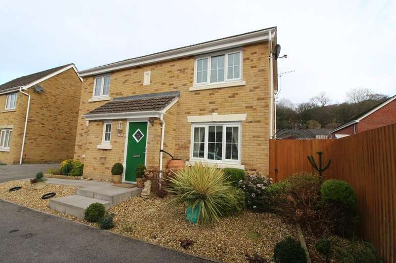 3 Bedrooms Detached House for sale in Coed Celynen Drive, Abercarn